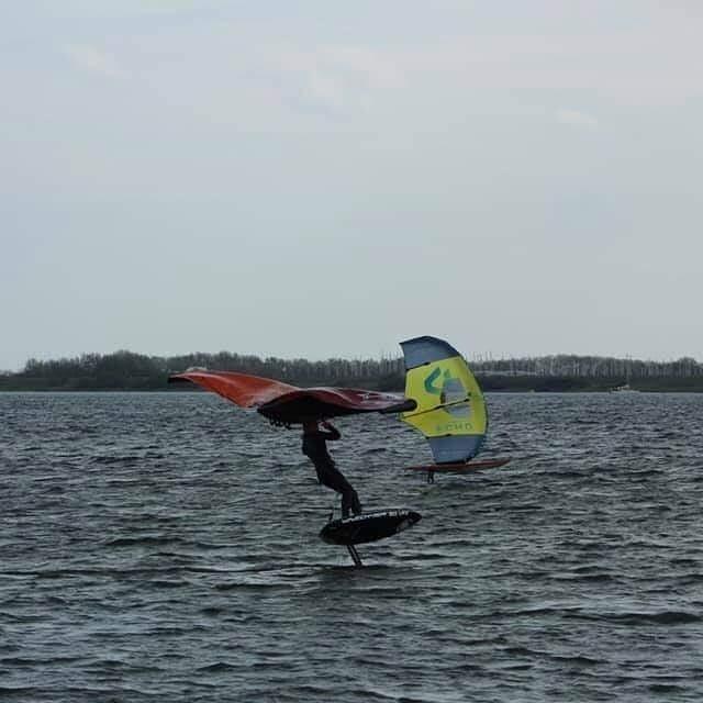 @barthein9 smoothening his rides 👋#wingsurf #wingfoiling #wingsurfen #wingsurfer #slingwing #wavechaser #foiling #nederland #surfen