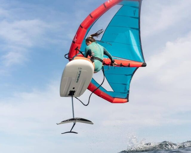 The best allround wing has arrived! FreeWing air v2Rider @fiona_wylde Repost @starboardxairushfreewing#wingfoiling #winging #wingsurfer #wingsurfen #wingsurf #freewing #starboard #airush #loyaltothefoil #foiling #wingfoil #jump #watersports #surfchick #surfergirl