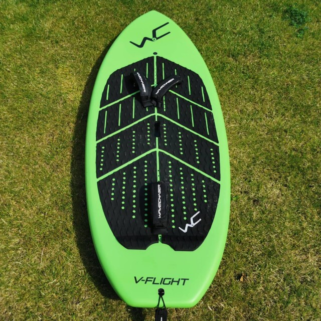 Be prepared for lockdowns. Sneak of to the water in camouflage ninja stylo! 💚@wavechaser_gofaster_gofurther vfx165 87l available in Europe.#wingfoil #wingfoilen #wingfoiling #supfoil #supfoiling #wingsurfing #wingsurfer #wingsurf #wingsurfer #wingboard #loyaltothefoil #foiling #kitefoil #surf