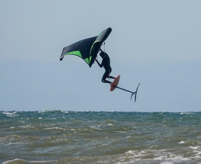 Today we jump! Winging the northsea 💪@dutchwave#wingfoiling #wingsurfer #wingsurfer #wingfoil #foiling #loyaltothefoil #foilsurfing #foilwing #wingsurf #wingfoil @fone.wing @slingshotwing @wingfoildaily @wingfoilmagazine